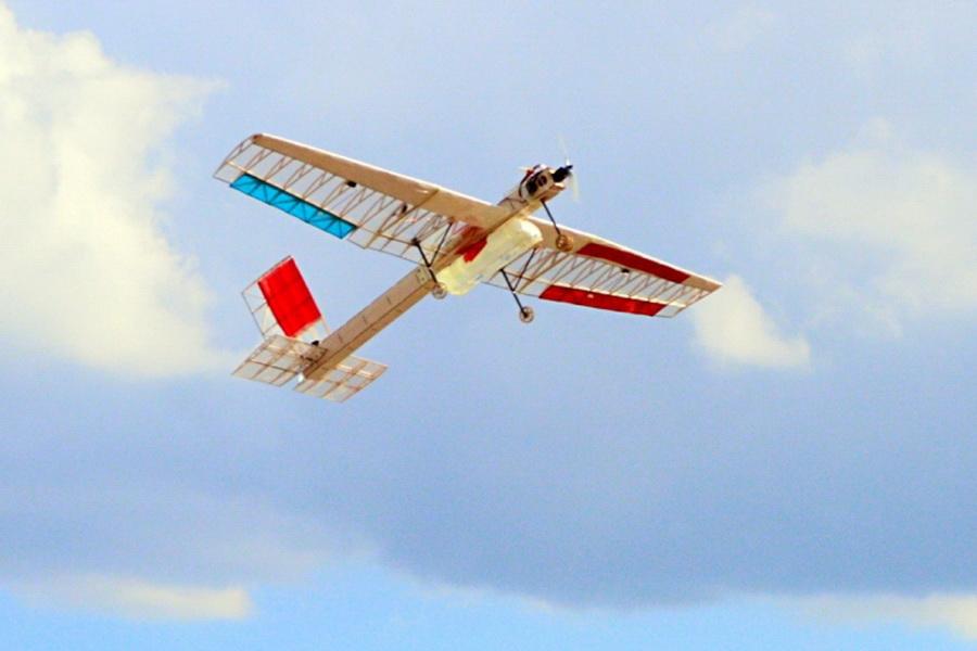 航模飞机起飞重量